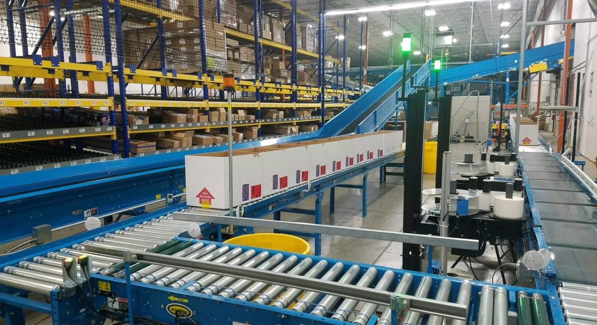 Warehouse Tilted Trays and Conveyor System